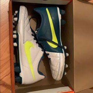 Nike Women's Soccer Cleats-TIEMPO RIO II FG Size 8